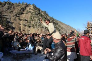 CHITRAL: Supporters of Shekhan deh snow hoky team taking captain of winner team after winning the match who was declared King of the valley for 3 days on the eve of final match of snow hockey at scenic valley of Kalash valley where Shekhan Team beated Bron snow hockey team with 8 goals than 5 goals and won the trophy. Indegenous sinter festival was oraznized by Ayun and Valley Development Program and Culture department KPK photos by Gul Hamaad Farooqi