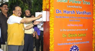The Union Minister for Science & Technology and Earth Sciences, Dr. Harsh Vardhan launching the Solar Power Tree designed and developed by the CSIR-Central Mechanical Engineering Research Institute (CSIR-CMERI), Durgapur, in New Delhi on July 22, 2016. The DG, CSIR, Dr. Girish Sahni is also seen.