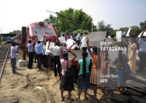 Channel-4 T.V Crew Has Abandoned Their Journey To Northern Sri Lanka  After Protestors Blocked Their Train