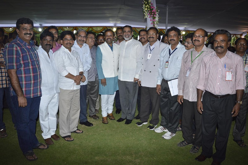 Mr. Venu Rajamony, Press Secretary to the President of India is in a group photo with Media personnel at the Reception in Rashtrapathi Nilayam, Bollaram on 07-07-2015.