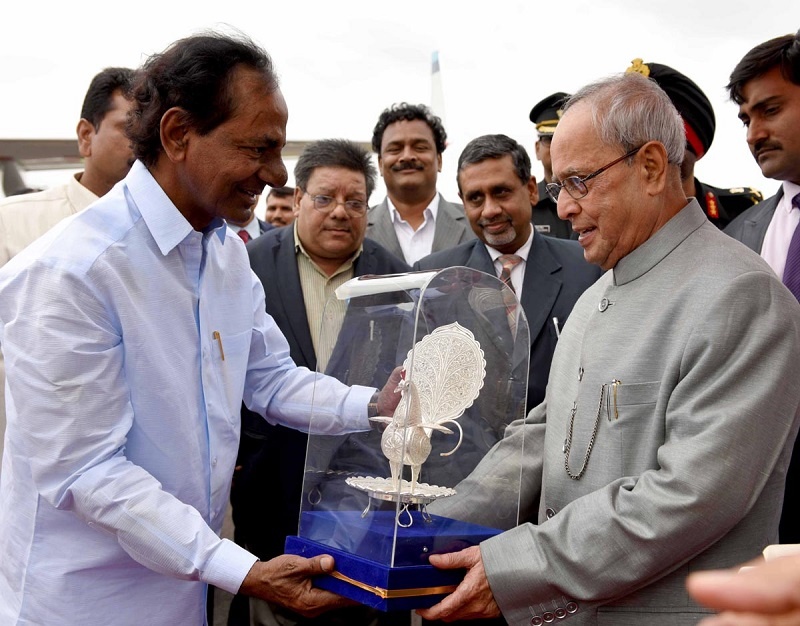 Chief Minister of Telangana Mr. K Chandrashekhar Rao bidding farewell to the President of India Mr. Pranab Mukherjee at Hakimpet Airport, Hyderabad on 08-07-2015.