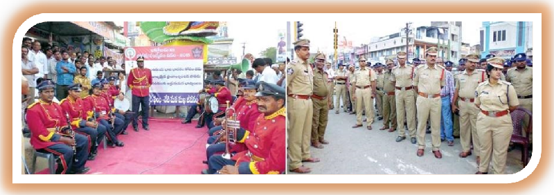 DSP Mrs. Pujitha Neelam, Police Officials and Personnel in week-long Police Commemoration Day Celebrations in Proddatur on 16-10-2015. (Picture Source: Andhra Jyothi)
