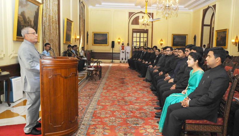 The President, Mr. Pranab Mukherjee meeting the probationers of the Indian Defence Accounts Services (IDAS) of 2013-14 Batch, at Rashtrapati Bhavan, in New Delhi on November 10, 2015.