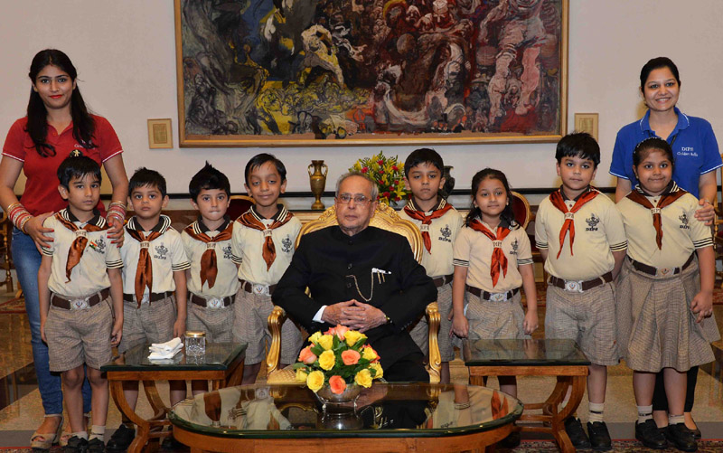 The President, Mr. Pranab Mukherjee with the students/children from various school/organisations, on the occasion of Children's Day, at Rashtrapati Bhavan, in New Delhi on November 14, 2015.