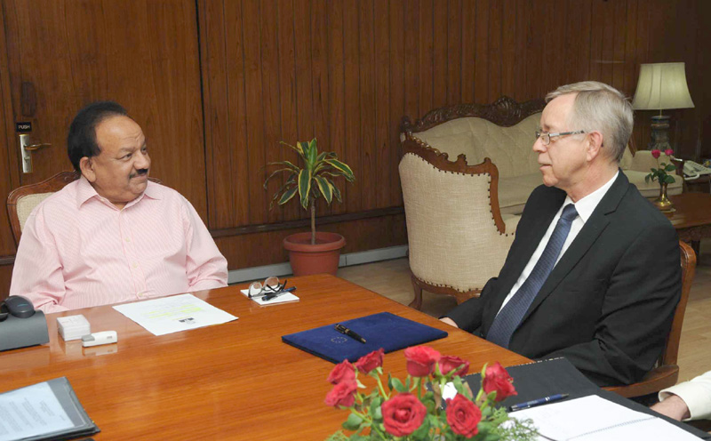 The Ambassador of the European Union to India meeting the Union Minister for Science & Technology and Earth Sciences, Dr. Harsh Vardhan, in New Delhi on November 19, 2015.