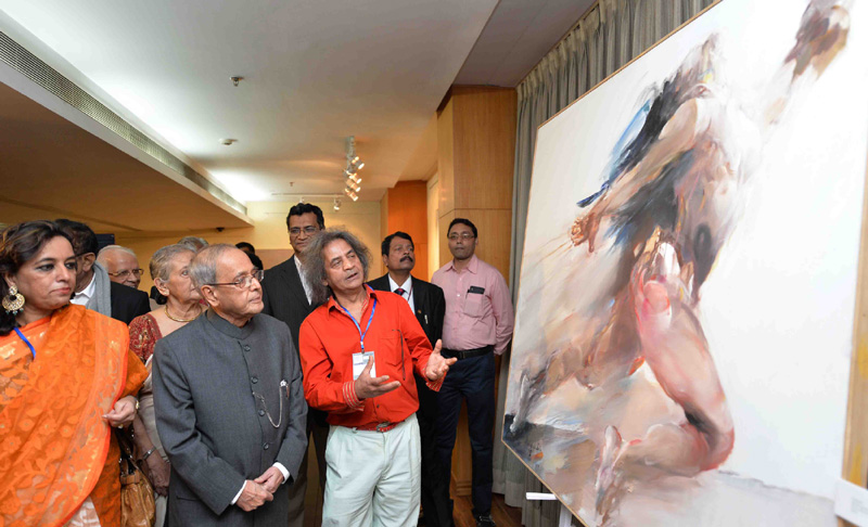 The President, Mr. Pranab Mukherjee visiting the exhibition of Shri Shahbuddin Ahmed, organised by the Ganges Art Gallery, at ICCR, Kolkata, in West Bengal on December 12, 2015.