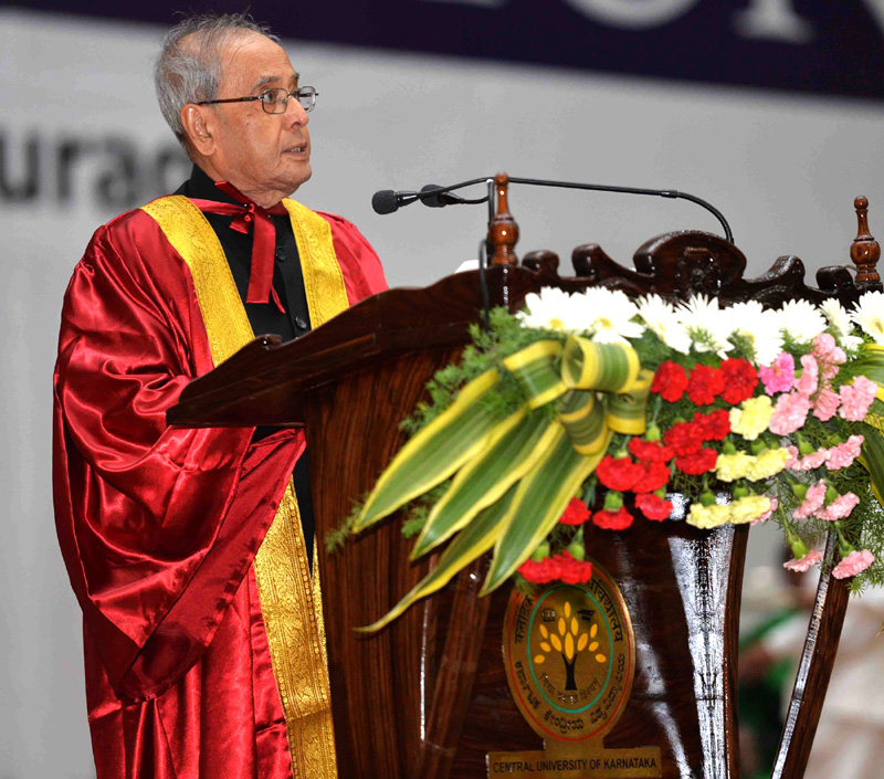 The President, Mr. Pranab Mukherjee addressing at the 2nd Convocation of Central University of Karnataka, at Kalaburagi, Karnataka on December 22, 2015.