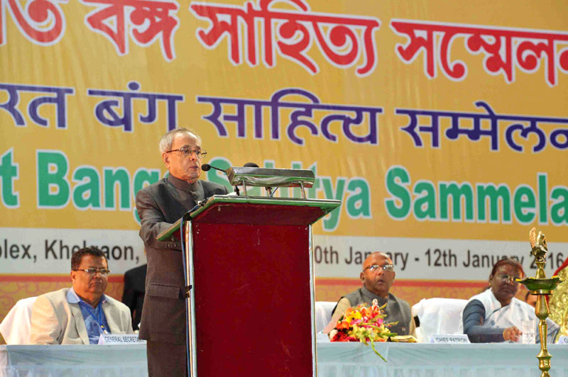 The President, Mr. Pranab Mukherjee addressing at the inauguration of the 88th annual conference of the Nikhil Bharat Banga Sahitya Sammelan (NBBSS), at Ranchi, Jharkhand on January 10, 2016. The Governor of Jharkhand, Mrs. Draupadi Murmu is also seen.
