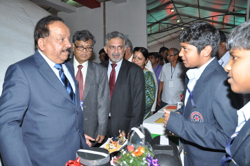 The Union Minister for Science & Technology and Earth Sciences, Dr. Harsh Vardhan visiting after inaugurating the India's largest Science Expo-Pride of India (PoI), in Mysuru on January 03, 2016.