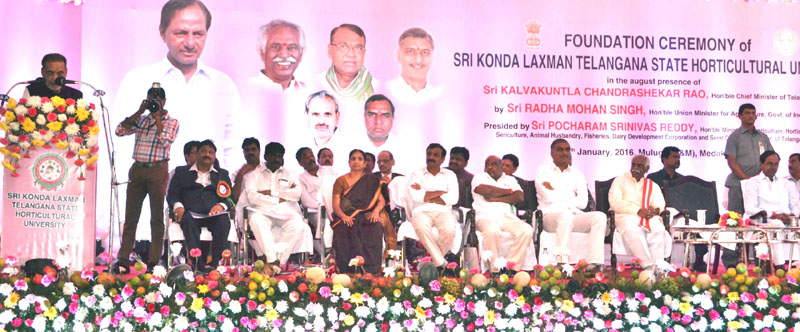 The Union Minister for Agriculture and Farmers Welfare, Mr. Radha Mohan Singh addressing at the foundation ceremony of Shri Konda Laxman Telangana State Horticulture University, at Mulugu village (Medak District), Telangana on January 07, 2016. The Chief Minister of Telangana, Mr. K. Chandrashekar Rao and the Minister of State for Labour and Employment (Independent Charge), Mr. Bandaru Dattatreya are also seen.
