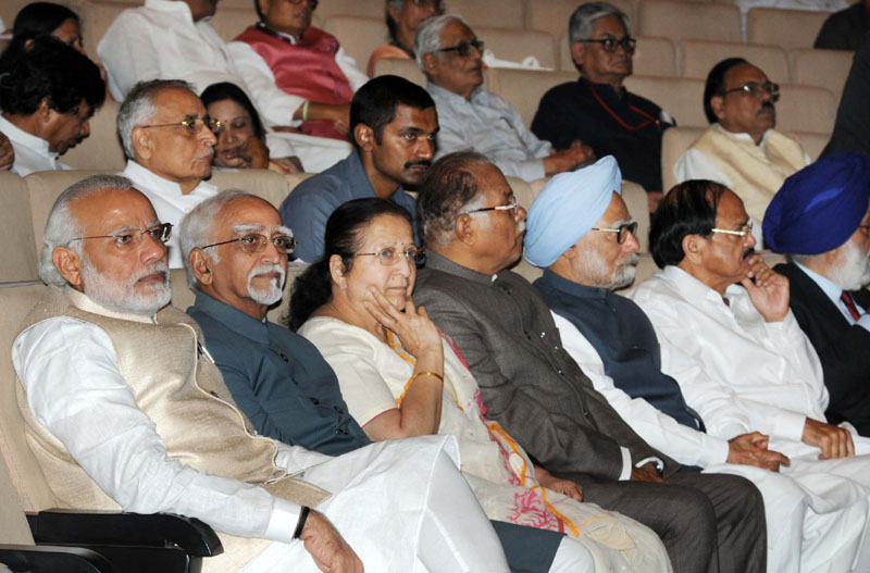 The Vice President, Mr. Mohd. Hamid Ansari, the Prime Minister, Mr. Narendra Modi and the Speaker, Lok Sabha, Mrs. Sumitra Mahajan at a function to honour retired and retiring MPs of Rajya Sabha, in New Delhi on March 15, 2016. The Union Minister for Urban Development, Housing and Urban Poverty Alleviation and Parliamentary Affairs, Mr. M. Venkaiah Naidu and other dignitaries are also seen.