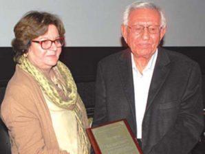 Veteran peasant's leader Chaudhary Fateh Mohammad presented Faiz Award by Salima Hashmi daughter of Faiz Ahmed Faiz