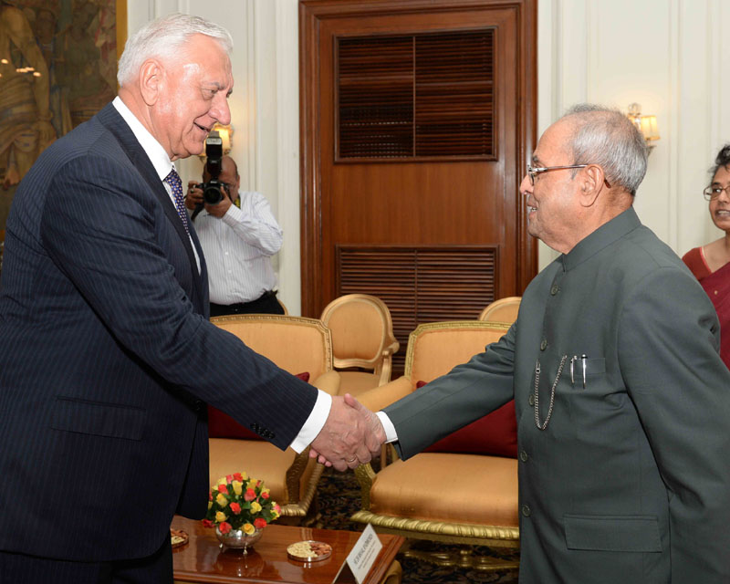 The Chairman of the Republic of National Assembly of Belarus, Dr. Mikhail Myasnikovich calling on the President, Mr. Pranab Mukherjee, at Rashtrapati Bhavan, in New Delhi on May 11, 2016.