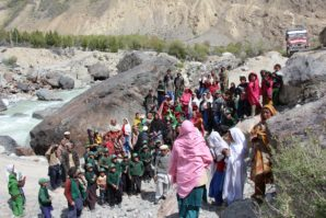 Residents of Unaouj village protesting against Administration demanding for bridge