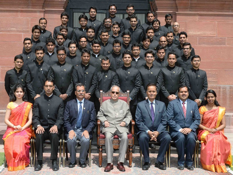 The President, Mr. Pranab Mukherjee with the Officers of the Indian Engineering Services (IES) of 2013 and 2014 Batch posted in the Ministry of Road Transport & Highways, at Rashtrapati Bhavan, in New Delhi on June 01, 2016.