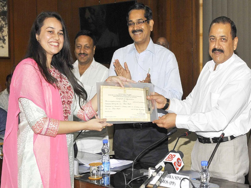 The Minister of State for Development of North Eastern Region (I/C), Youth Affairs and Sports (I/C), Prime Minister's Office, Personnel, Public Grievances & Pensions, Atomic Energy and Space, Dr. Jitendra Singh felicitating Ms. Tina Dabi, topper of Civil Services Examination, 2015, in New Delhi on June 01, 2016. The Secretary, DoPT, Mr. Sanjay Kothari is also seen.