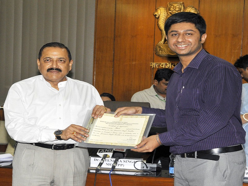The Minister of State for Development of North Eastern Region (I/C), Youth Affairs and Sports (I/C), Prime Minister's Office, Personnel, Public Grievances & Pensions, Atomic Energy and Space, Dr. Jitendra Singh felicitating Mr. Jasmeet Singh Sandhu, topper of Civil Services Examination, 2015, in New Delhi on June 01, 2016.