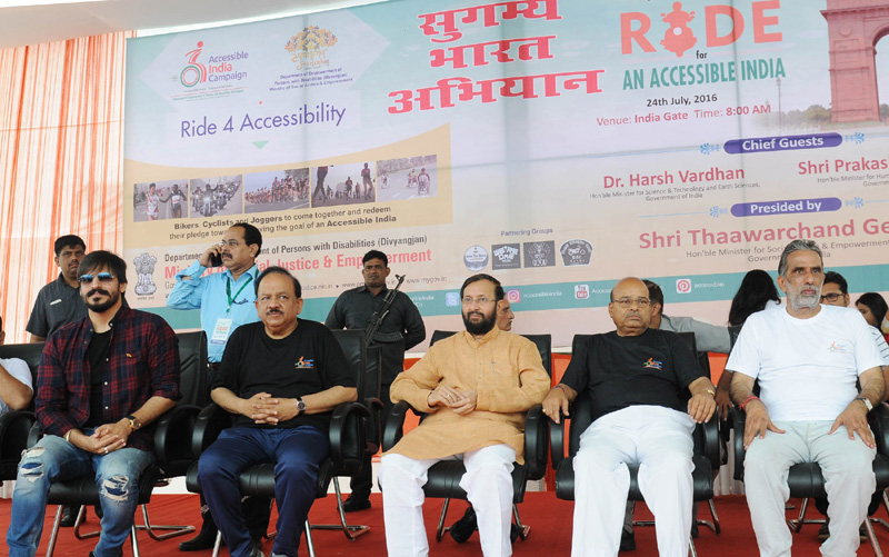 The Union Minister for Social Justice and Empowerment, Mr. Thaawar Chand Gehlot, the Union Minister for Human Resource Development, Mr. Prakash Javadekar and the Union Minister for Science & Technology and Earth Sciences, Dr. Harsh Vardhan and the Minister of State for Social Justice & Empowerment, Mr. Krishan Pal, at the flag-off ceremony of the 'Right for Accessibility' a Rally of 500 women and young men motorcycle riders, in New Delhi on July 24, 2016.