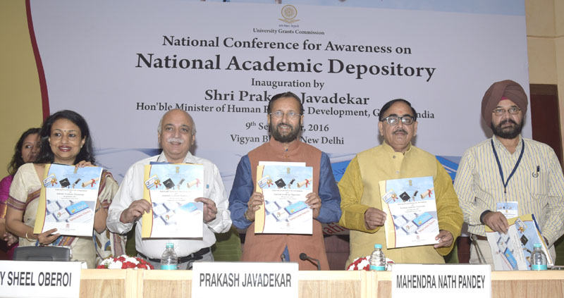 The Union Minister for Human Resource Development, Mr. Prakash Javadekar releasing a brochure at the inauguration of a National Conference for Awareness on National Academic Depository, in New Delhi on September 09, 2016. The Minister of State for Human Resource Development, Dr. Mahendra Nath Pandey and the Secretary, Department of Higher Education, Mr. V.S. Oberoi are also seen.