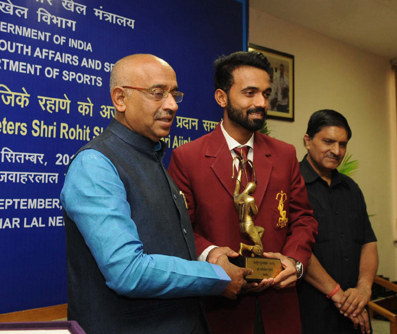 The Minister of State for Youth Affairs and Sports (I/C), Water Resources, River Development and Ganga Rejuvenation, Mr. Vijay Goel conferring the Arjuna Award on Cricketer Ajinkya Rahane, in New Delhi on September 16, 2016.