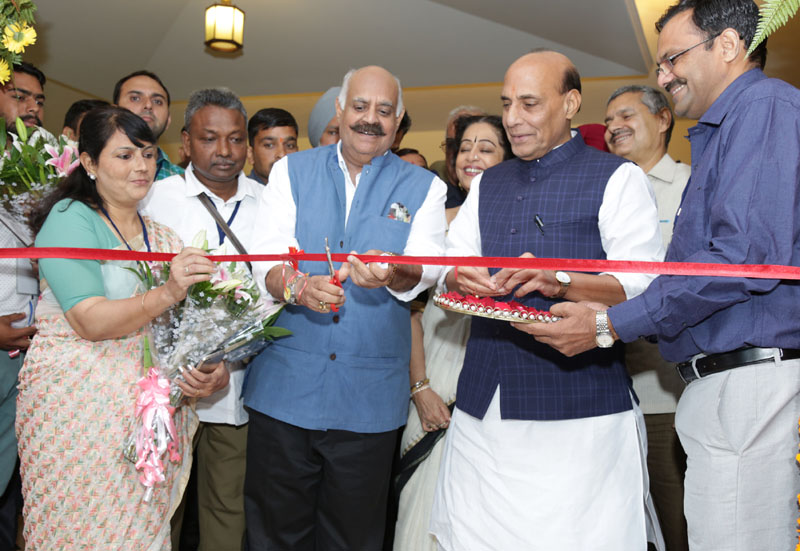 The Union Home Minister, Mr. Rajnath Singh and the Governor of Punjab and Administrator of Chandigarh, Mr. V.P. Singh Badnore inaugurating the DAVP Photo Exhibition, at the Regional Editors' Conference, in Chandigarh on October 17, 2016.