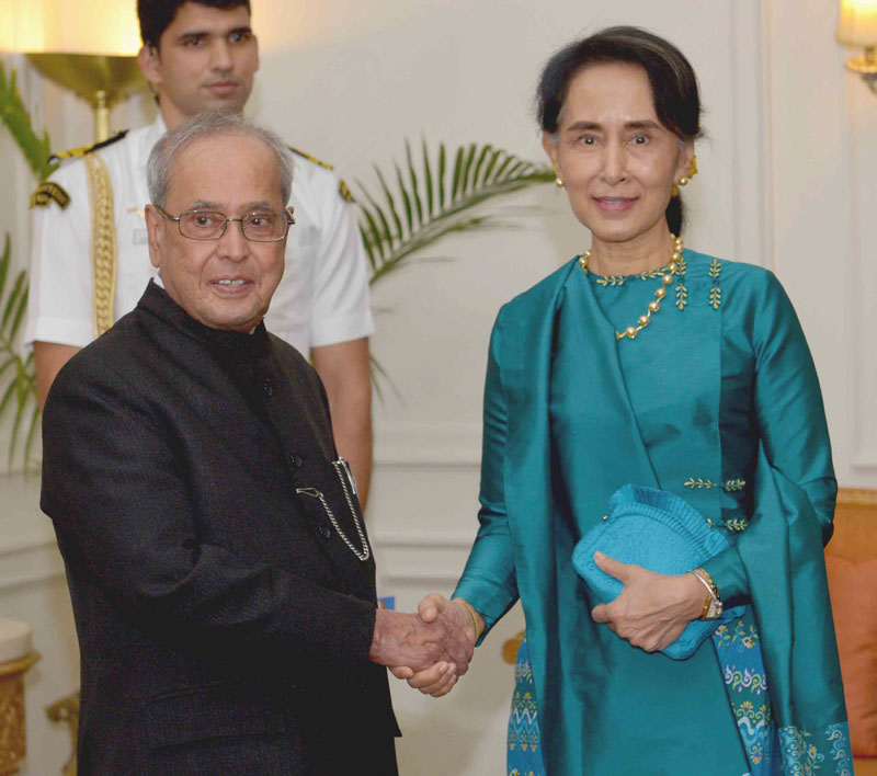 The State Counsellor of Myanmar, Ms. Aung San Suu Kyi calling on the President, Mr. Pranab Mukherjee, at Rashtrapati Bhavan, in New Delhi October 18, 2016.