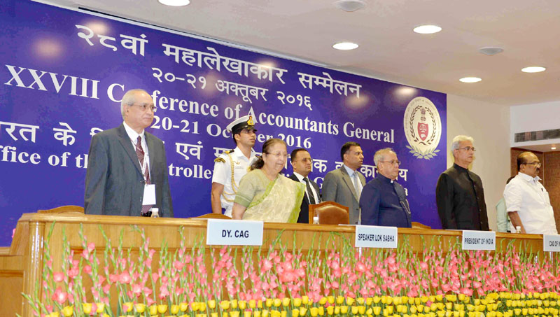 The President, Mr. Pranab Mukherjee lighting the lamp to inaugurate the 28th Accountants General Conference, organised by the Comptroller & Auditor General of India, in New Delhi on October 20, 2016. The Speaker, Lok Sabha, Mrs. Sumitra Mahajan, the Comptroller & Auditor General of India, Mr. Shashi Kant Sharma and other dignitaries are also seen.