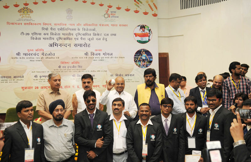 The Union Minister for Social Justice and Empowerment, Mr. Thaawar Chand Gehlot felicitated the 'Rio Paralympic Medal Winners', at a function, in New Delhi on October 28, 2016. The Minister of State for Planning (Independent Charge) and Urban Development, Housing and Urban Poverty Alleviation, Mr. Rao Inderjit Singh, the Ministers of State for Social Justice & Empowerment, Mr. Ramdas Athawale and Mr. Krishan Pal are also seen.