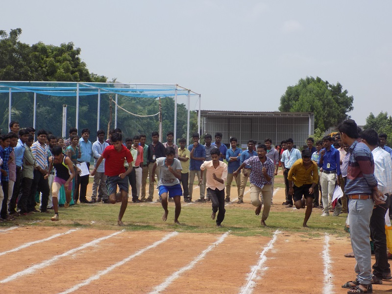 Students participating in 100M – Running Competition in national level youth 'Innovits – 2K16' in VITS, Proddatur on 01, October, 2016.