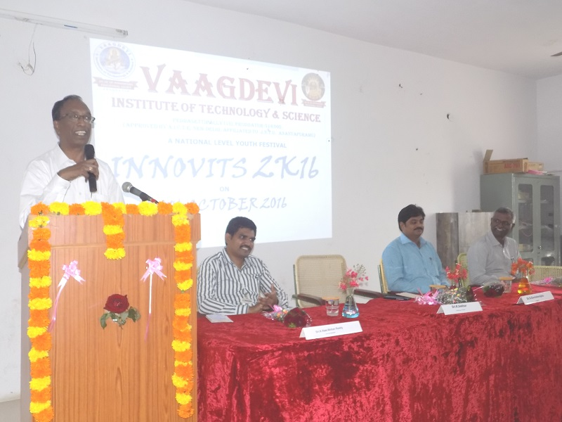 LIC Chief Manager Mr. K Sekhar addressing the national level youth 'Innovits – 2K16' in VITS, Proddatur on 01, October, 2016.