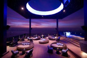 14-horizon-bar-restaurant-outside-bar