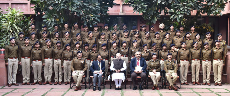 The IPS Probationers of 2015 batch, call on the Prime Minister, Mr. Narendra Modi, in New Delhi on November 17, 2016.
