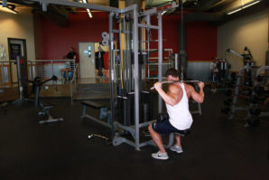 avoid-pulling-the-bar-behind-your-neck
