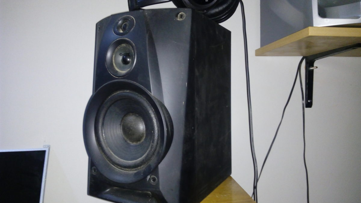 Many People Dont Know This But Hooking Up Bookshelf Speakers Or Just From Any Old Busted Stereo System To A PC Is Possible
